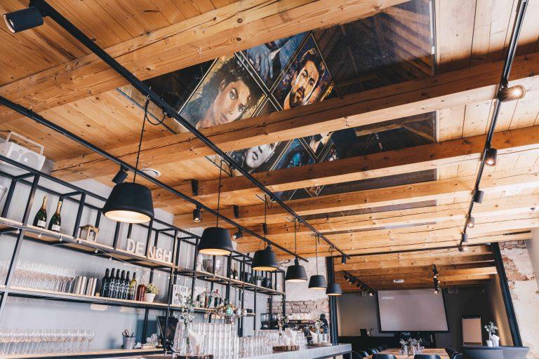 koetshuis-schilderijen-op-plafond